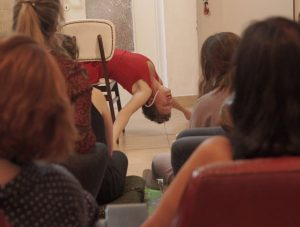 """נופר סלע , מתוך המופע """"צבע אדום"""" (צילום: דניאל פייקס)"""