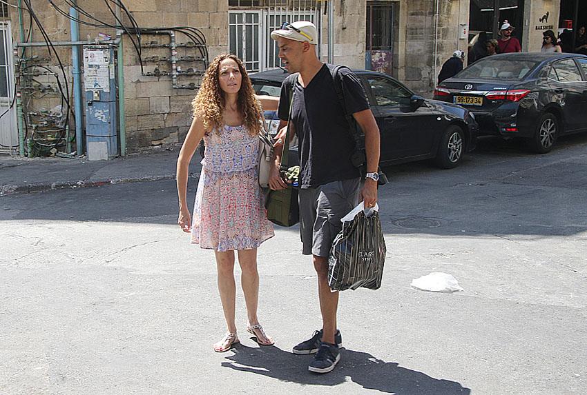 פפראצי בירושלים: רות גונזלס והצלם הפרטי שלה