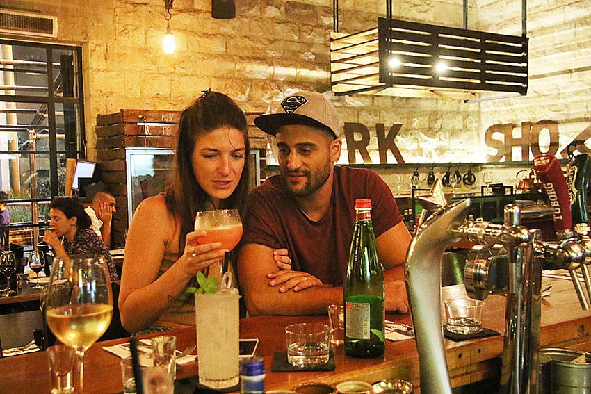 ענבר פיניאבסקי בסון עם בעלה שחר (צילום: פול סגל)