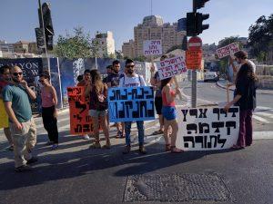 המפגינים מתאספים (צילום: נדב-בן אוד)
