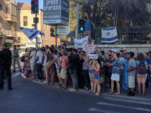 חילונים מתאספים לקראת ההפגנה (צילום :נדב-בן אוד)