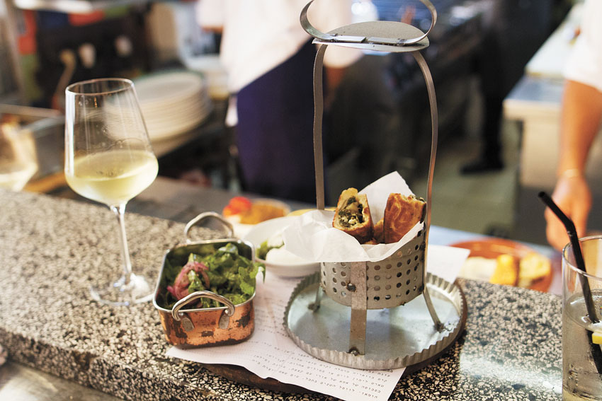 """מסעדת """"מחניודה"""" (צילום: אסף קרלה)"""