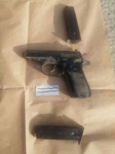 האקדח שבו השתמש המחבל (צילום: דוברות המשטרה)