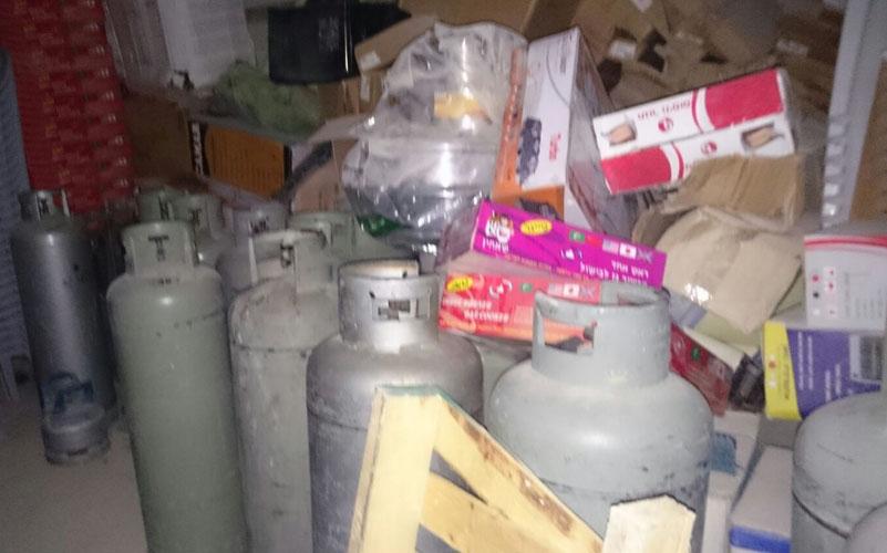 מחסן בלוני הגז הפיראטי (צילום: דוברות המשטרה)