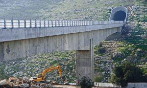 גשר ומנהרה בתוואי הרכבת (צילום: באדיבות רכבת ישראל)
