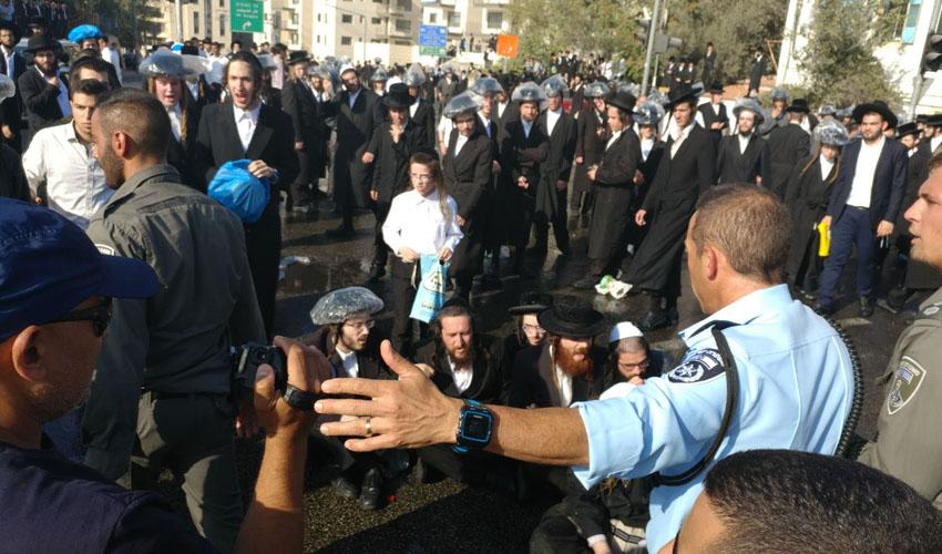 הפגנות חרדים במאה שערים על רקע חוק הגיוס (צילום: דוברות המשטרה)