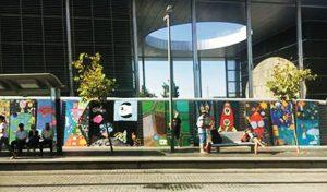 יצירות האמנות שנתלו סביב תחנה הרכבת המהירה (צילומים: רן וולף תכנון אורבני וניהול פרויקטים)
