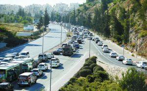 פקקים בדרך להר חוצבים (צילום: אורן בן חקון)