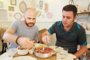 יהונתן כהן ועמית אהרנסון במסעדת לה ז'ומל (צילום: ארנון בוסאני)