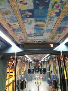 גלריית תמונות ברכבת הקלה (צילום: ציפי חורי)