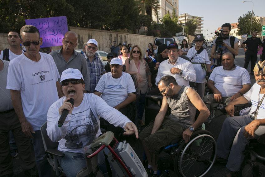 הפגנת הנכים מול בית ראש הממשלה (צילום: אוליבייה פיטוסי)
