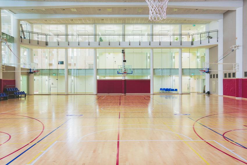 """מרכז הספורט התת קרקעי בימק""""א (צילום: קרן רוזנברג)"""