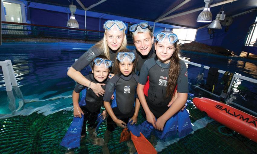 צלילה משפחתית במצפה התת ימי באילת (צילום: באדיבות המצפה התת ימי)