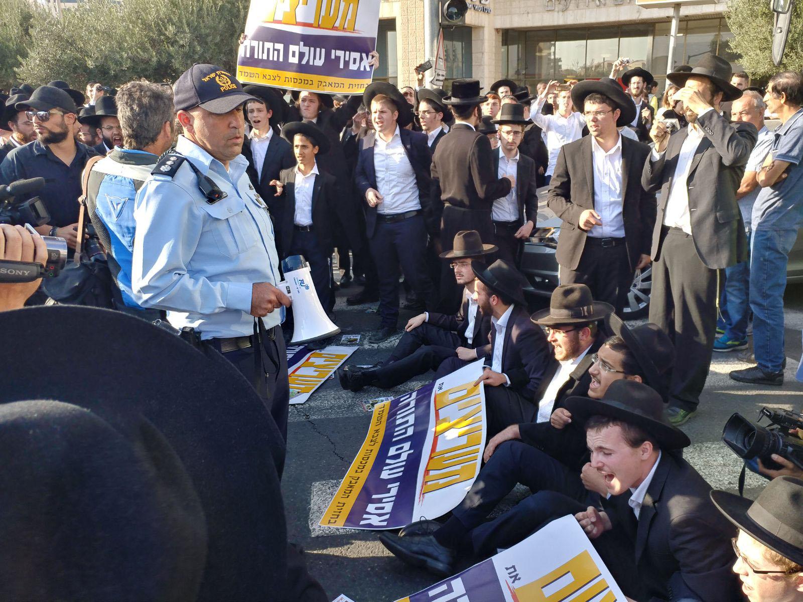 הפגנות חרדים סמוך לתחנה המרכזית (צילום: דוברות המשטרה)