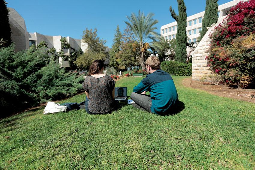 סטודנטים באוניברסיטה העברית בהר הצופים (צילום: אורן בן חקון)