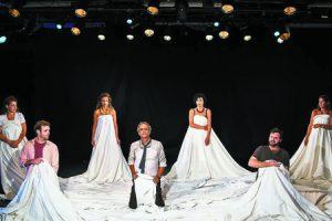 מתוך ההצגה 'אחת מעשר' - חמישי במרכז ז'ראר בכר (צילום: דובי צ'יזיק)