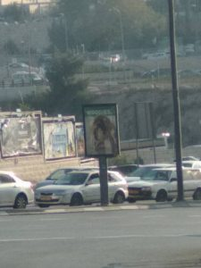 השחתת תמונות של נשים, שדרות הרצל (צילום: לורה ורטון)