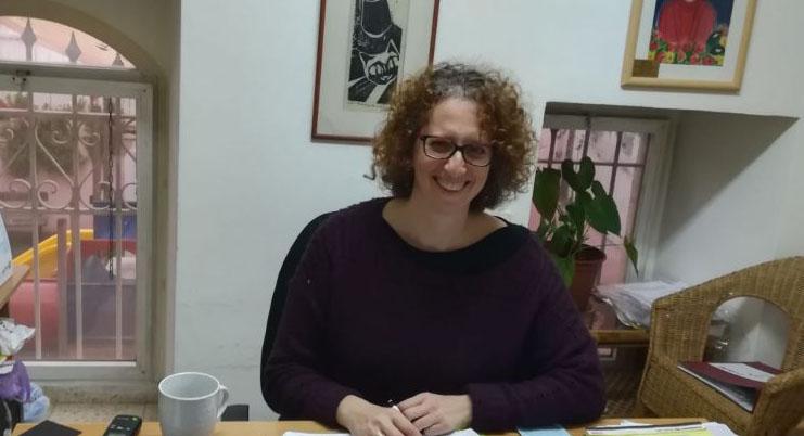 """נעמי שניידרמן, מנכ""""לית עמותת אישה לאישה"""