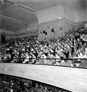 יציע אולם אדיסון, שנות הארבעים (צילום: פוטו שורץ, אוסף מוקטן)
