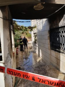 שריפה בבית חנינא (צילום: דוברות המשטרה)