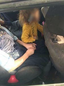 5 ילדים ברכב (צילום: דוברות המשטרה)