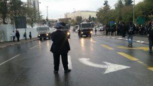 הפגנות החרדים בכניסה לעיר, 26.11.17 (צילום: אורן בן-חקון)