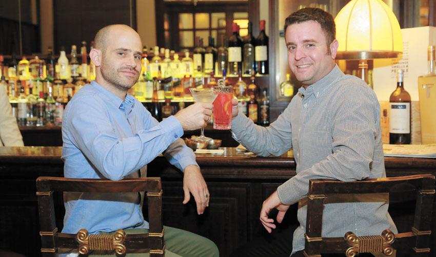 יהונתן כהן ועמית אהרנסון במסעדת לה רג'נס (צילום: ארנון בוסאני)