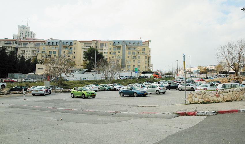 המגרש שבו מתוכנן לקום חניון האוטובוסים (צילום: ארנון בוסאני)