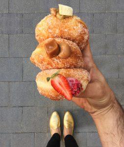 סופגנייה במילוי קרמו תות של קרן קדוש (צילום: טל שפיגל)