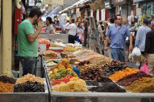 סיור טעימות משפחתי בשוק מחנה יהודה (צילום: יאללה בסטה)