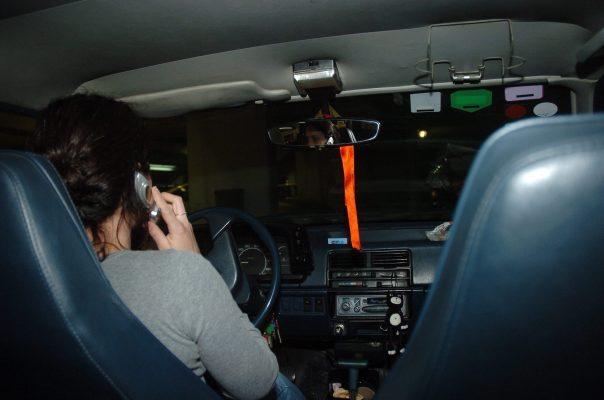 דיבור בטלפון הנייד הנייד בזמן הנהיגה (צילום אילוסטרציה: מוטי קמחי)