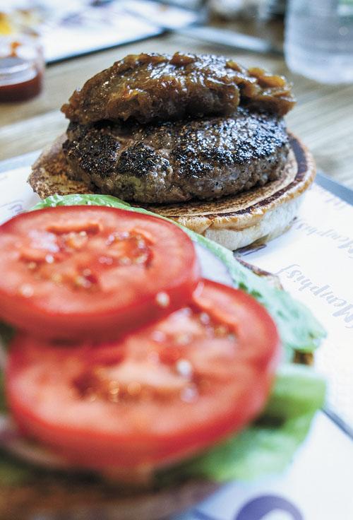 המבורגר ממפיס (צילום: אסף קרלה)