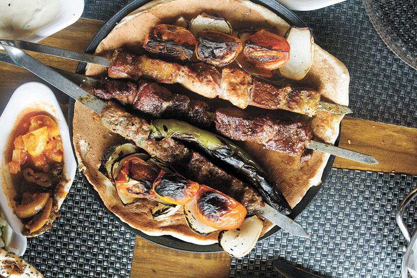 """מסעדת """"עזרא"""" (צילום: אסף קרלה)"""