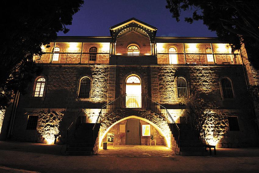 """תאורת הלילה בבית הנסן (צילום: יח""""צ)"""