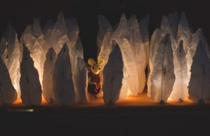 """""""הכתר שהלך לאיבוד"""", מתוך הצגה בתיאטרון הקרון (צילום: יאיר מיוחס)"""