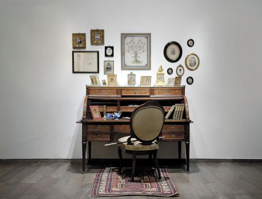 שולחן הכתיבה של היינרך היינה (צילומים: אלי פוזנר מוזיאון ישראל ירושלים)