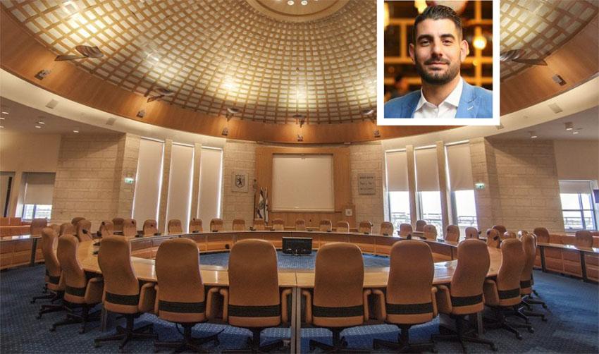 אולם מועצת העיר, איציק תורג'מן (צילומים: טל הרדה, רועי חזיזה)