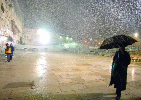 שלג בכותל המערבי בירושלים (צילום: ליאור מזרחי)