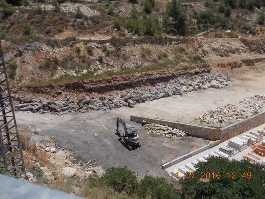 הקברים שבנתה חברת אוויסון, בבעלות אווה צרפתי בגבעת שאול (צילום: עיריית ירושלים)