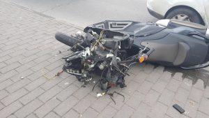 תאונת אופנוע ומונית, סמוך לגן הפעמון (צילום: דוברות המשטרה)
