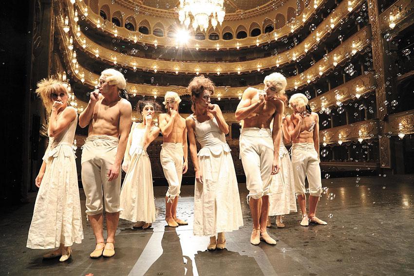 """להקת בלט גיאורגיה בביצוע היצירה """"6 מחולות"""" (צילום:Lado Vachnadze)"""