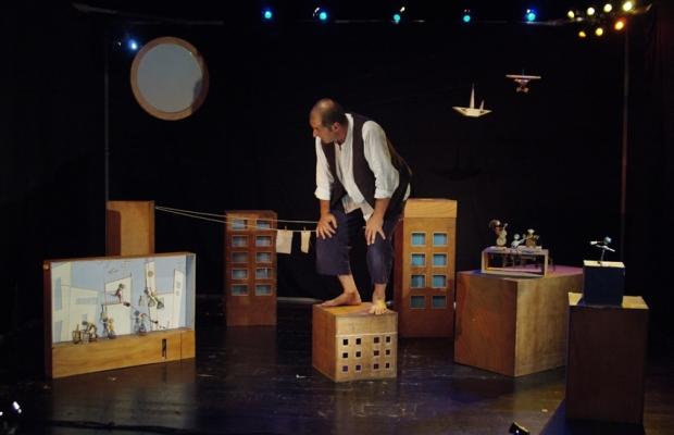 """מתוך """"גוליבר המסע לליליפוט"""", תיאטרון הקרון (צילום: אלדד מאסטרו)"""