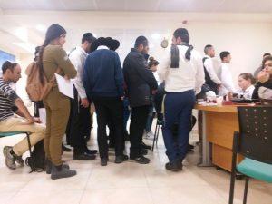 """התור בתחנת מד""""א בירושלים לתרום דם עבור הוד דוד, השבוע (צילום: הדר דוד)"""