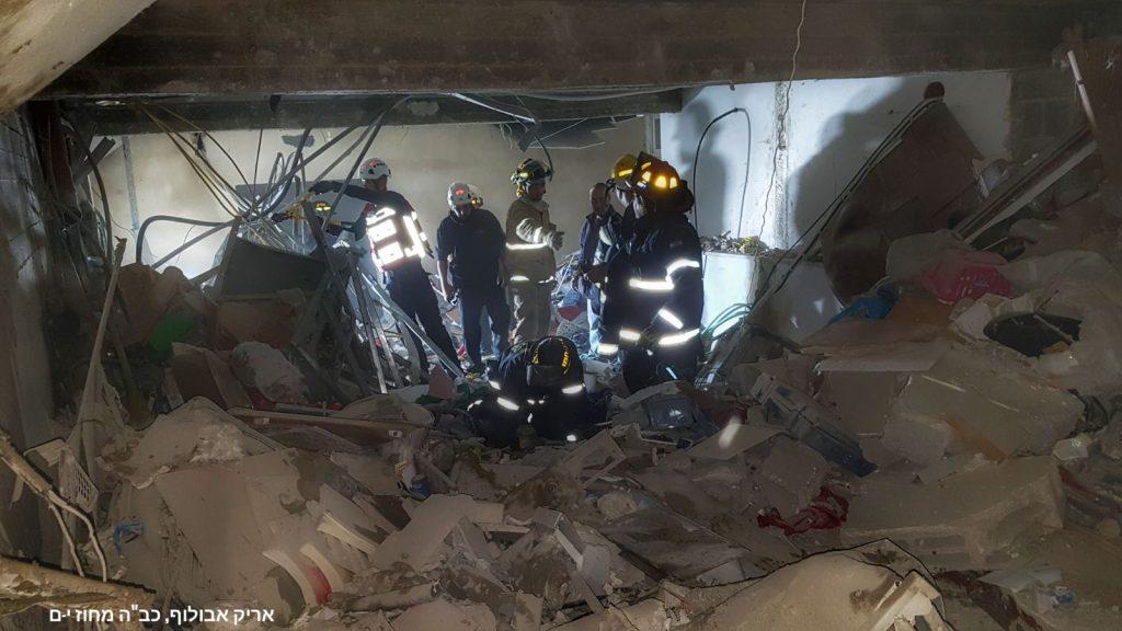זירת הפיצוץ בבקעה (צילומים: אריק אבולוף, כבאות והצלה מחוז ירושלים)