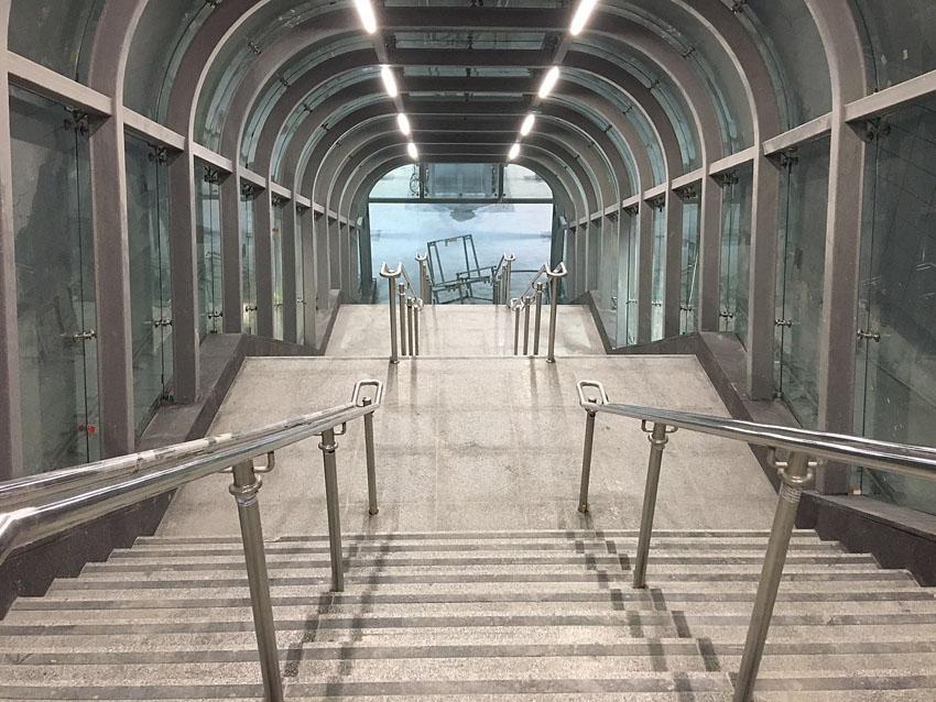סיור בתחנת הרכבת המהירה בכניסה לעיר (צילום: באדיבות הסיור של ארגון בוני ירושלים והסביבה)