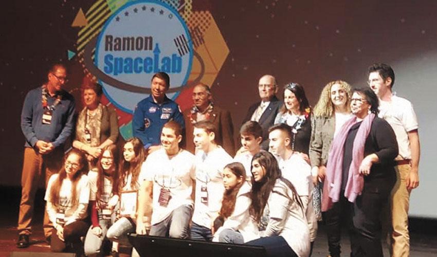 """תלמידי דקל וילנאי בתחרות """"רמון ספייסלאב"""" (צילום: עיריית מעלה אדומים)"""