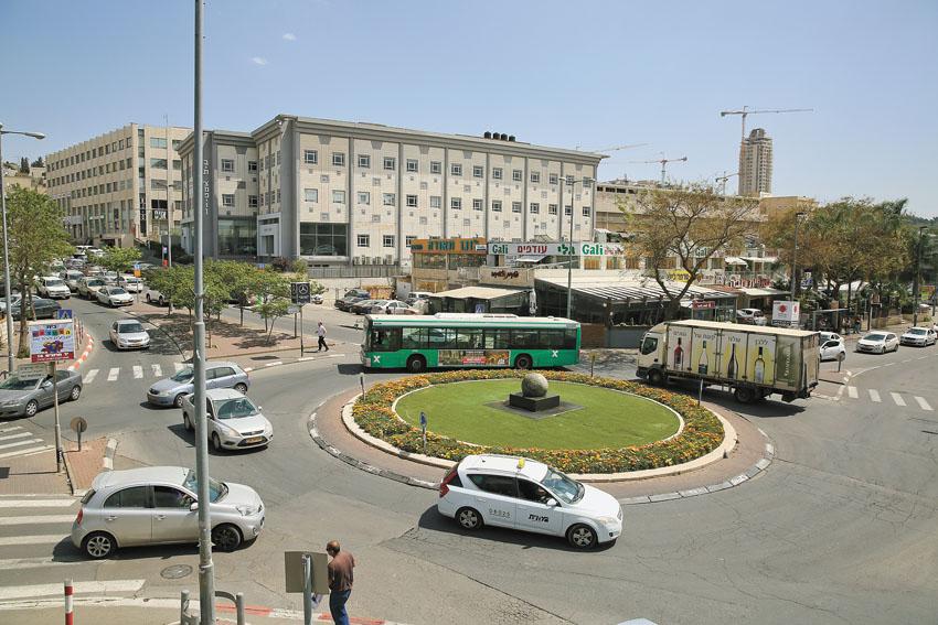 כיכר משודרגת ברחוב הסדנה (צילום: ארנון בוסאני)