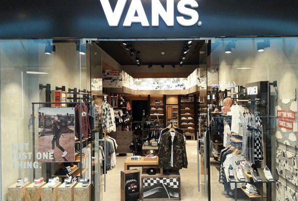 """חנות VANS החדשה ב'קניון עזריאלי ירושלים (צילום: יח""""צ)"""