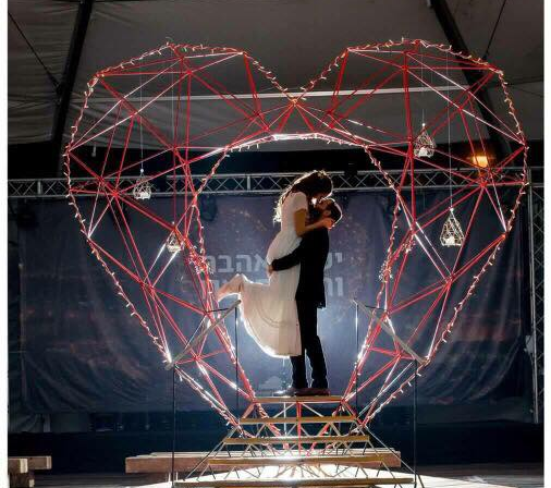 הלב במתחם התחנה (צילום: רוני נתן)