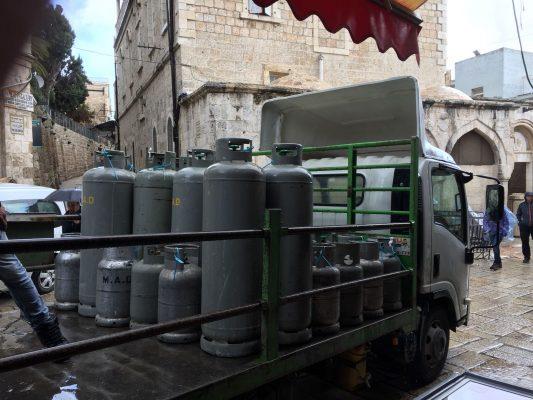 תפיסה של כ-100 בלוני גז, העיר העתיקה (צילום: דוברות המשטרה)